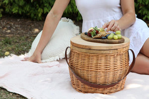 Load image into Gallery viewer, Wicker Picnic Basket Small
