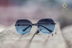 BLACK AND BLUE ROUND SUNGLASSES