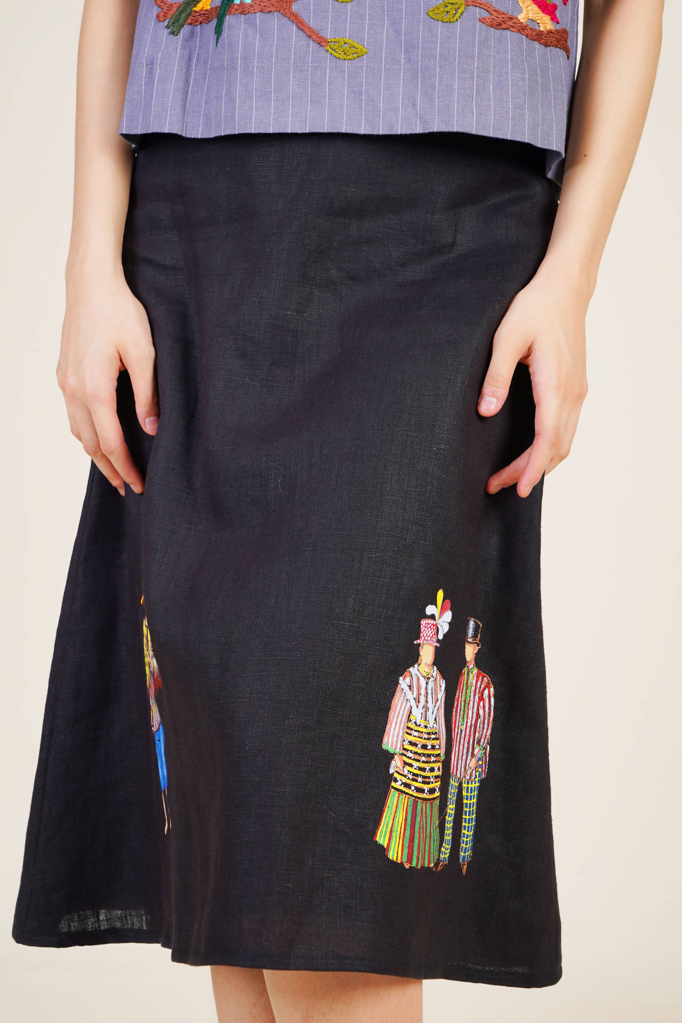 Tipos Del Pais Skirt in Black