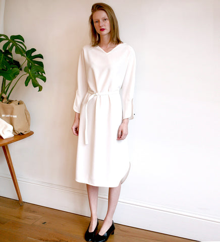WONDEROUND CREPE V NECK LONG WHITE DRESS