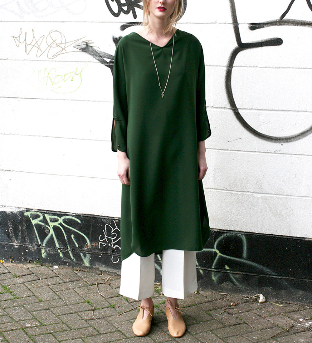 WONDEROUND CREPE V NECK LONG GREEN DRESS