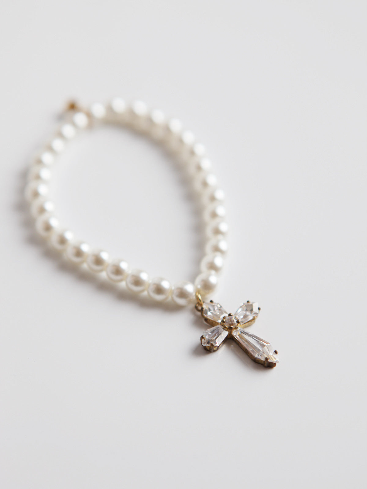 ORNAMENT & CRIME PEARL AND CROSS BRACELET