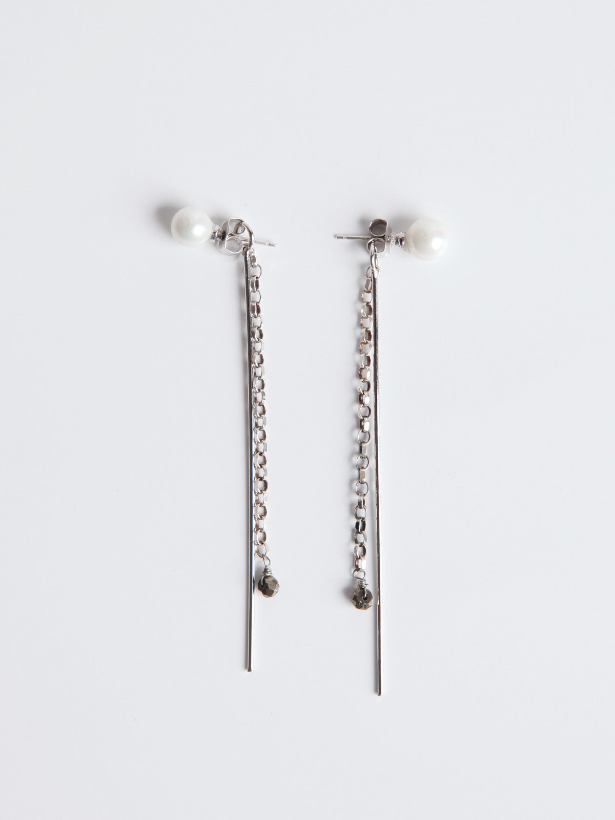 ORNAMENT & CRIME SILVER PEARL ALTERNATIVE EARRING