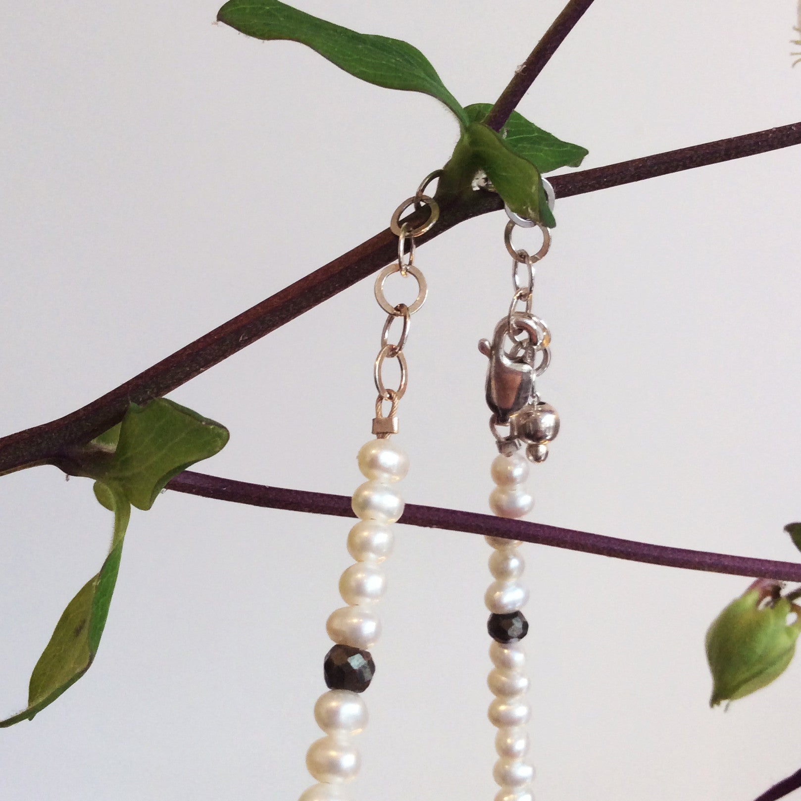 ORNAMENT & CRIME EARTH PEARL NECKLACE