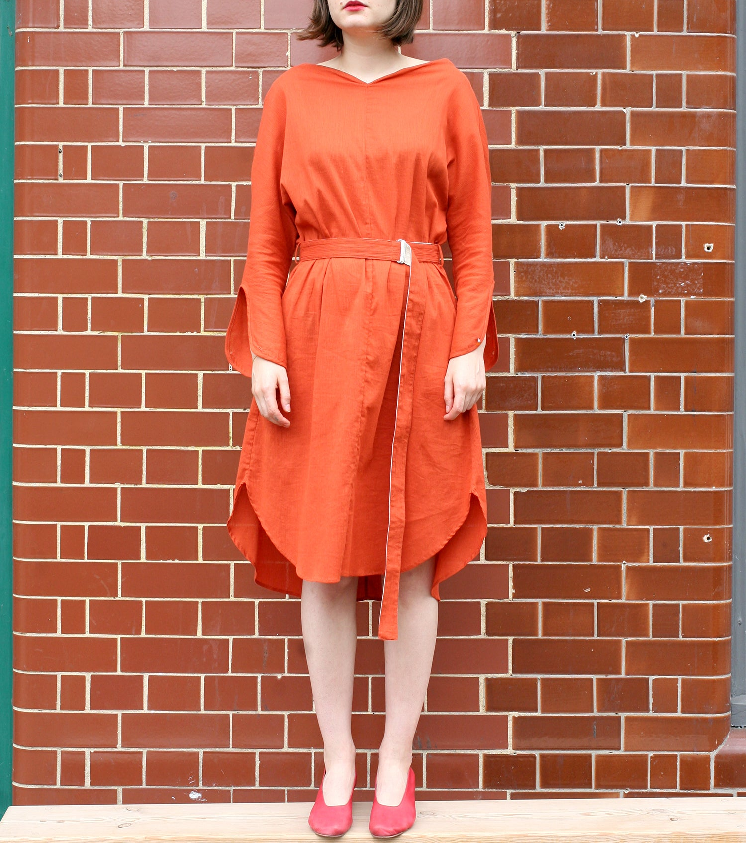 WDR HEART NECK DRESS W/ BELT