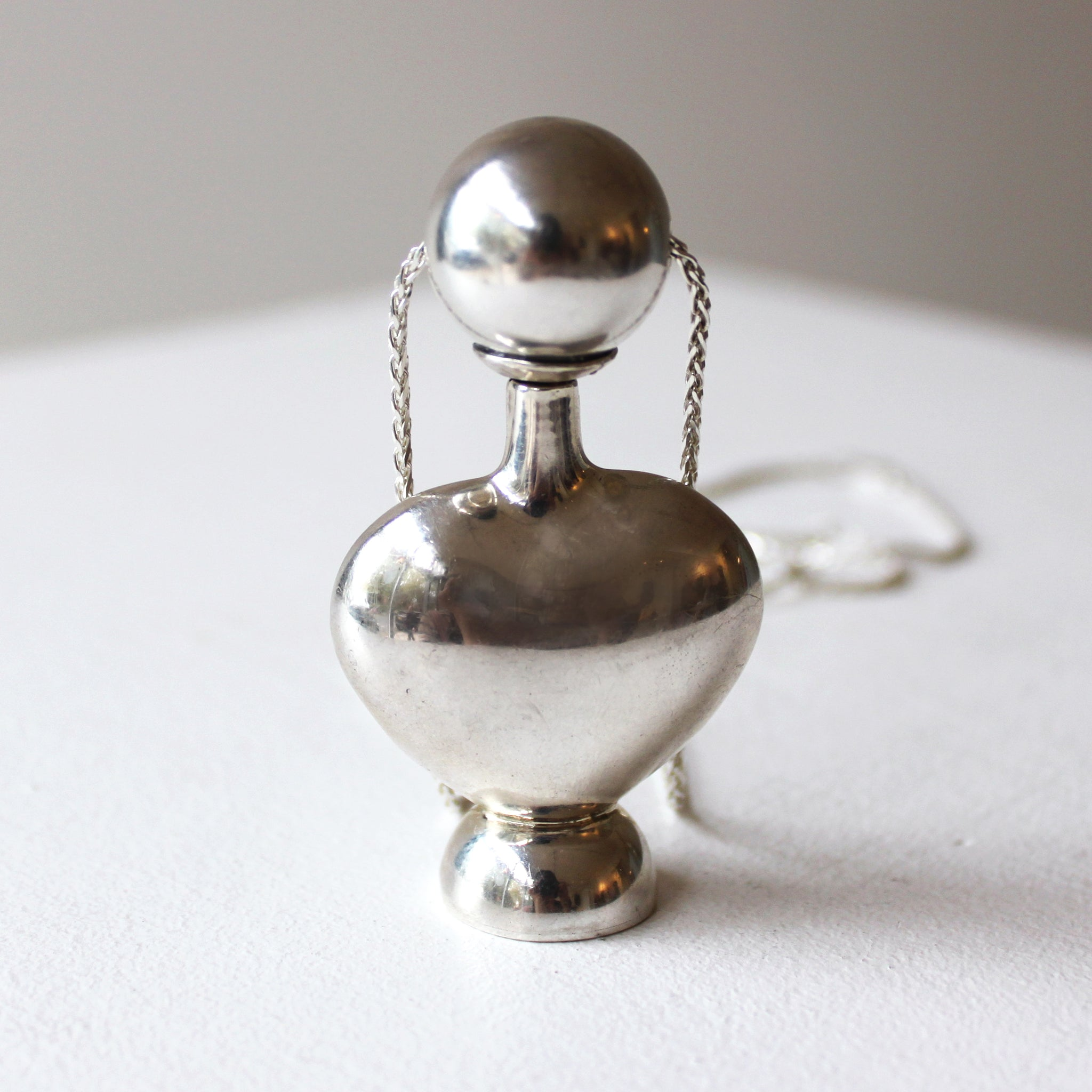 ORNAMENT & CRIME 'RAPHAEL' PERFUME CONTAINER NECKLACE