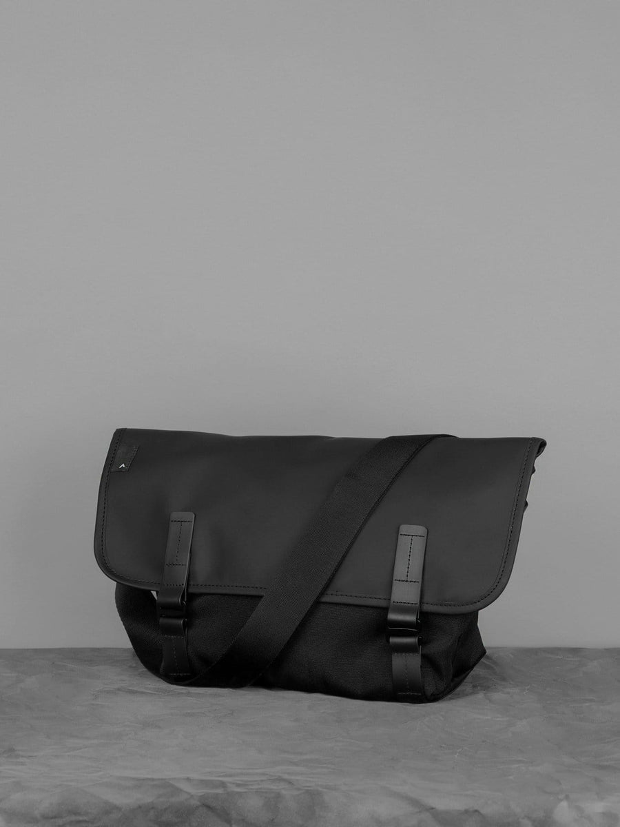 Pacer Messenger Dry Black Canvas