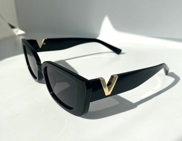 The Victoria Sunglasses in Black