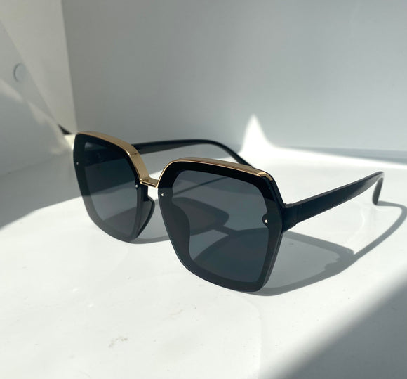 The Bella Sunglasses in Black