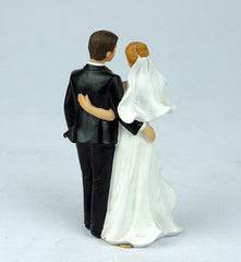 Cute Wedding cake toppers resin bridegroom and bride for Wedding Decorations 2015 best selling resin craftwork
