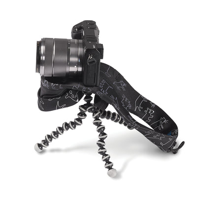 Multipurpose screw allows connection to a tripod while miggo is attached.