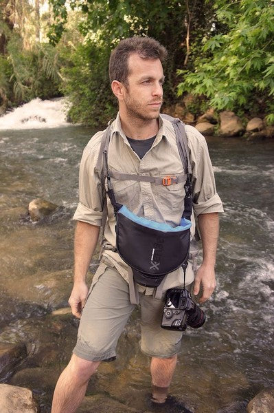 Eliminates the need for additional camera strap – agua's dual-use strap carries both bag and camera.