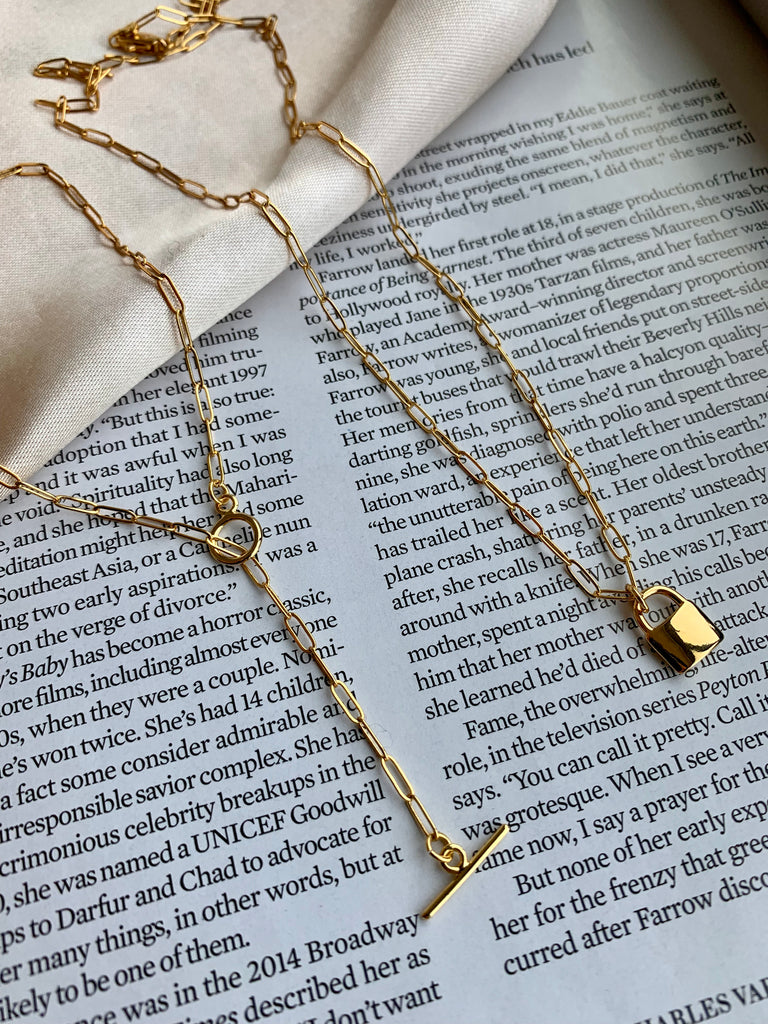 TOGGLE DAINTY CHAIN NECKLACE