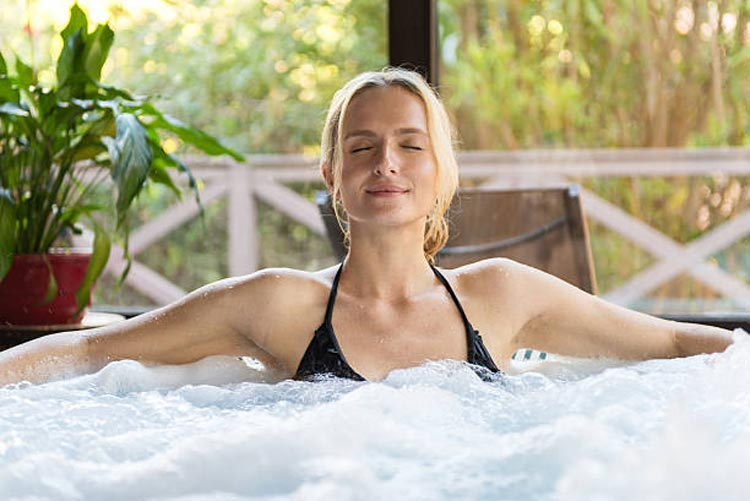 What's Better—A Hot Tub Or Ice Bath For Sore Back Trouble?