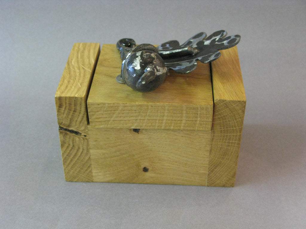 Oakleaf Mini Box, Maxine Hunt