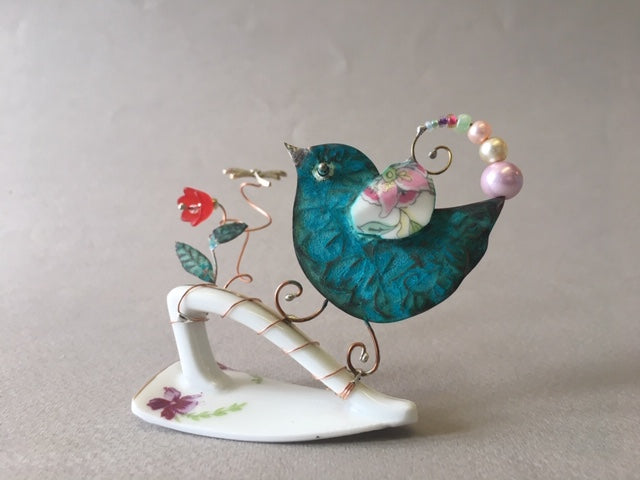 Small Birdie on Cup Handle by Linda Lovatt
