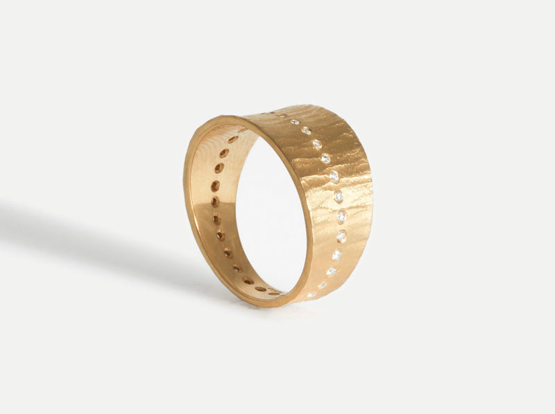 Shaesby Wide Tapered Diamond Band