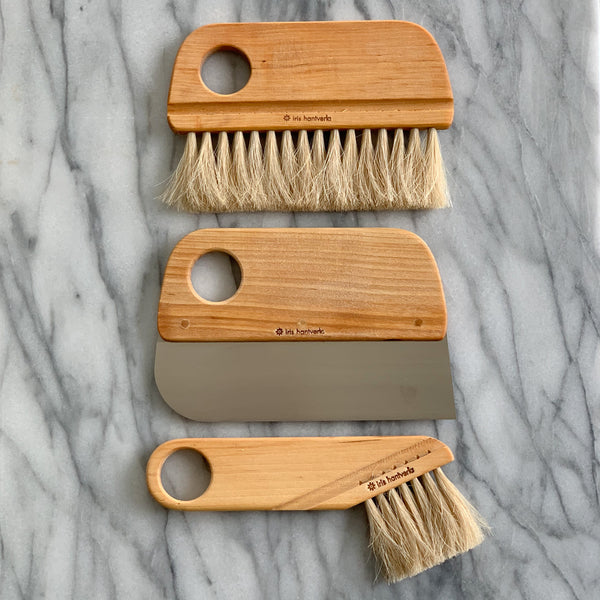 Iris Hantverk Baker brush in birch and horse hair. It can be used to spread the flour evenly over the baking board, removes excess flour from the bread and clean the work surface. Since horsehair is heat resistant it can be used in the oven. Part of a series with pastry brush and dough scraper.