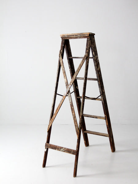 vintage wooden ladder, 5.5 ft