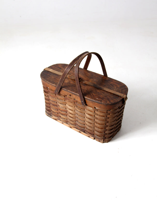 antique Hawkeye Basket insulated picnic basket