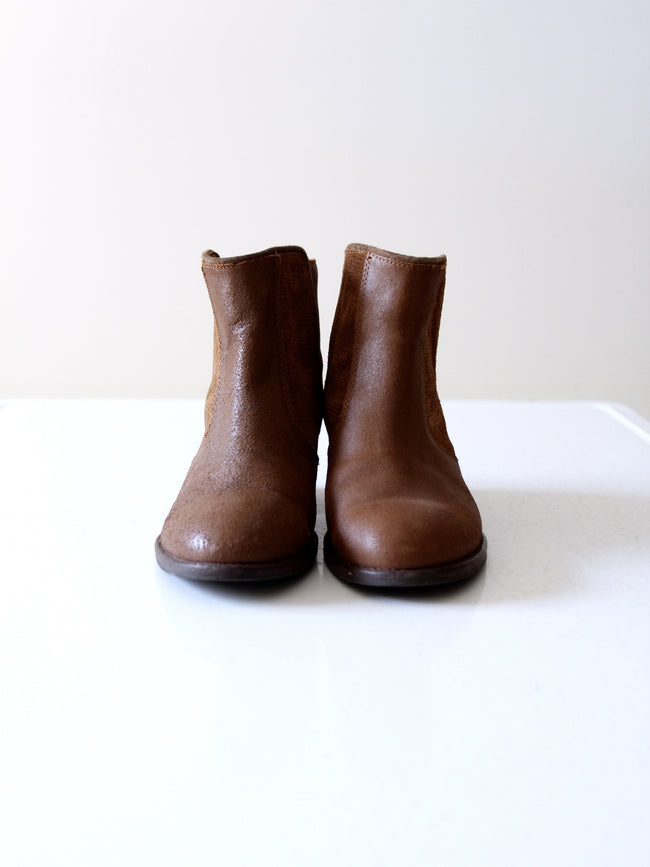 EMU Australia pre-owned leather ankle boots, size 7