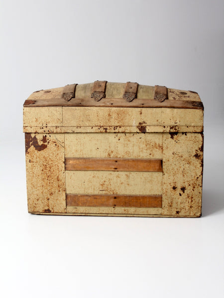 1800s dome top trunk