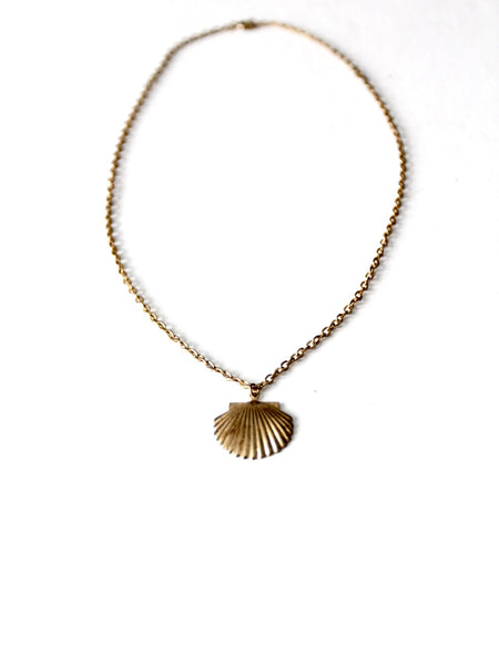 vintage seashell pendant necklace