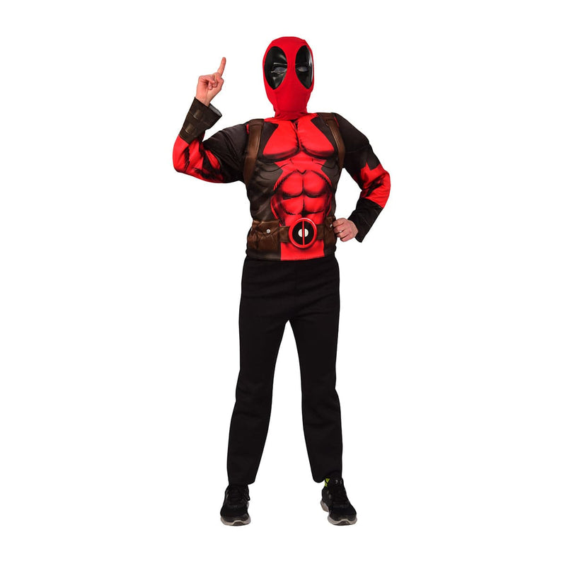 Garçon portant un ensemble de costume de Deadpool des films du anti-héro de Marvel