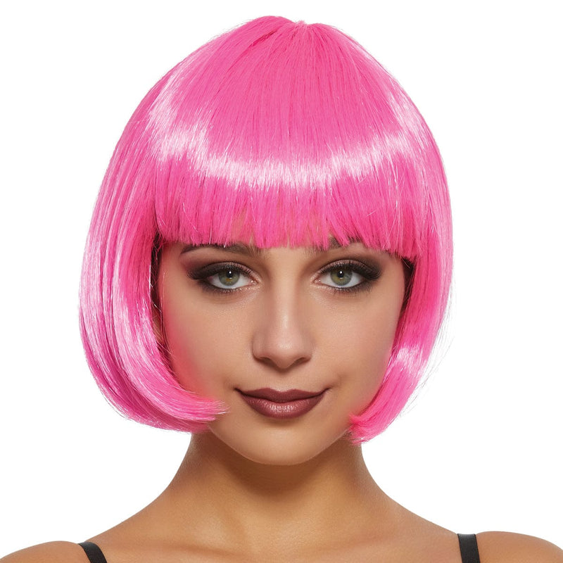 Femme portant une perruque bob Daisy rose fushia de la collection de perruques exclusives de Party Expert