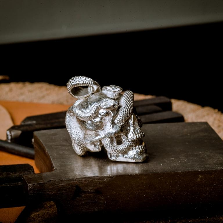 Skull with Vipers (Polished Silver)