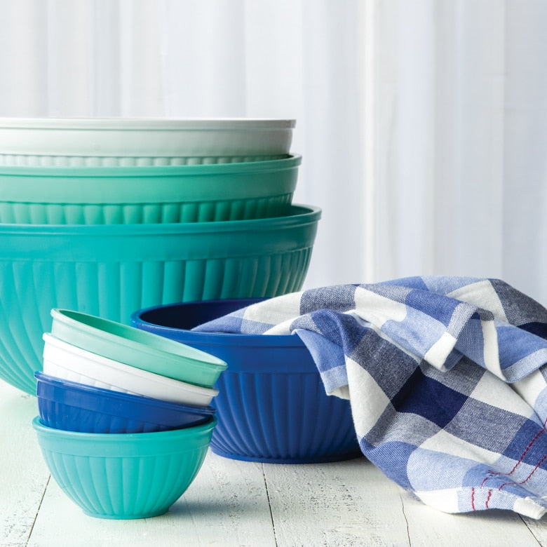 Cute baking mixing bowls made in the USA