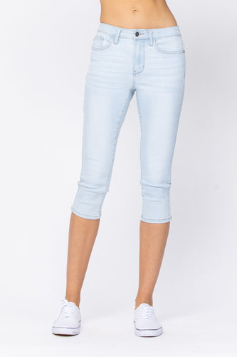 Judy Blue Mid-Rise Light Wash Capri