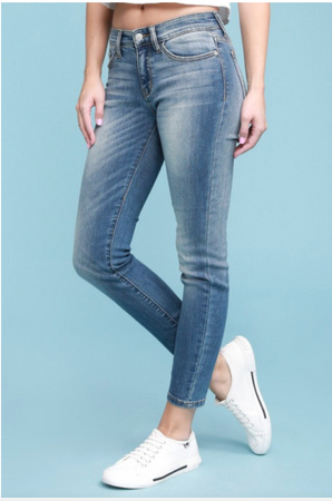 Judy Blue Handsand Relaxed Fit Mid-Rise Jeans