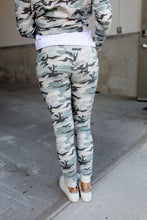 Load image into Gallery viewer, Ampersand Avenue Jogger - Light Camo