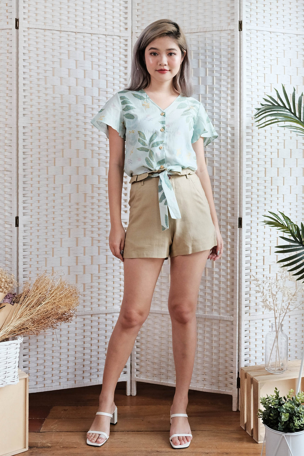 Lorena Linen Shorts in Khaki