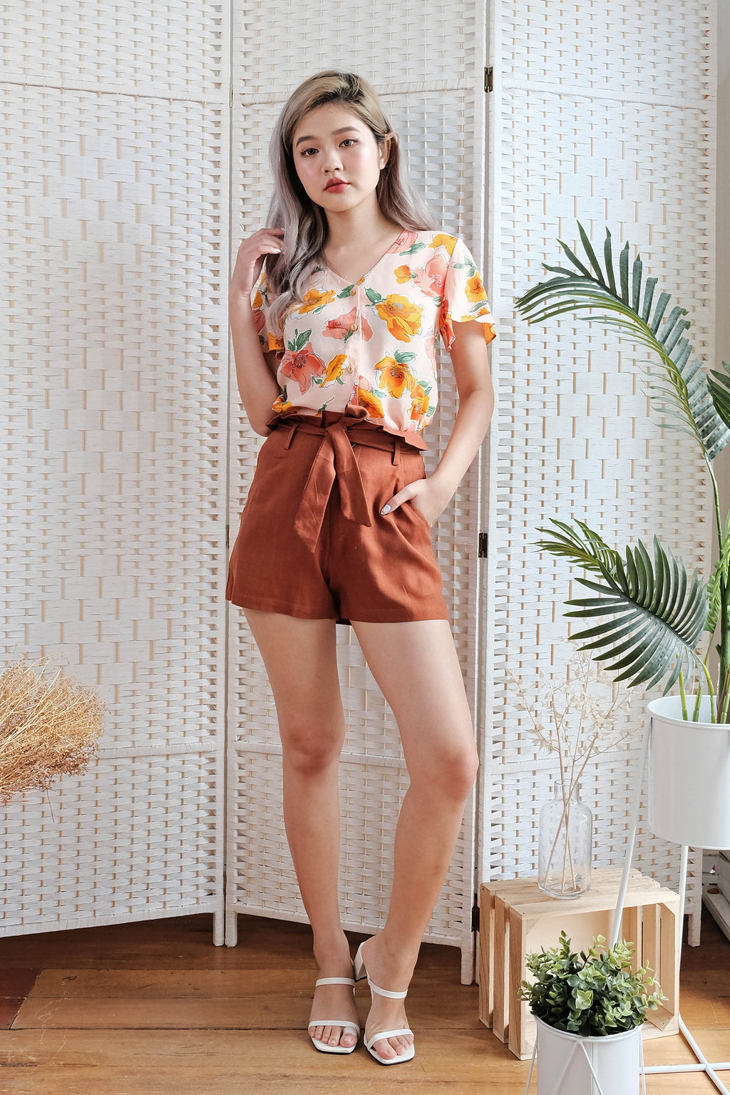 Lorena Linen Shorts in Rust