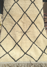 Load image into Gallery viewer, Ulili Handmade Wool Rug - Authentic Berber Style Carpet / Beni Ouarain Design