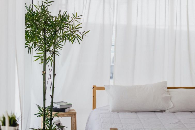 There are many benefits to bamboo bed sheets for people who have trouble sleeping.