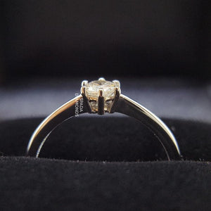 9 karat white gold six claw classical engagement ring with diamond