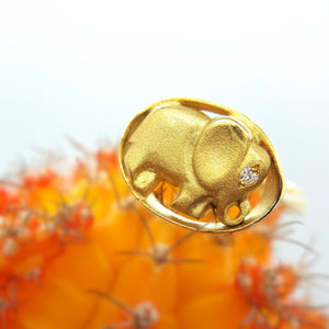 18 karat yellow gold and diamond african elephant ring