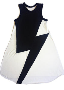 Long white Peruvian cotton dress with a big black thunderbolt on the front. To use without stopping,  light, soft and easy. We avoided side seams for more comfort and a beautiful feeling.  It also adapts very well to size changes due to it´s shape and design... it lasts forever. 2 to 9 years of age.