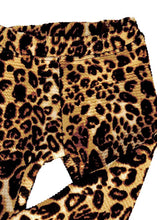 Load image into Gallery viewer, Seasons in the Sun stretch animal print pants, leggings cut, high quality, unisex, for boys and girls 1 to 8 years. Leggings animal print de calidad premium, unisex, súper elastizadas, para niñas y niños de 1 a 8 años.