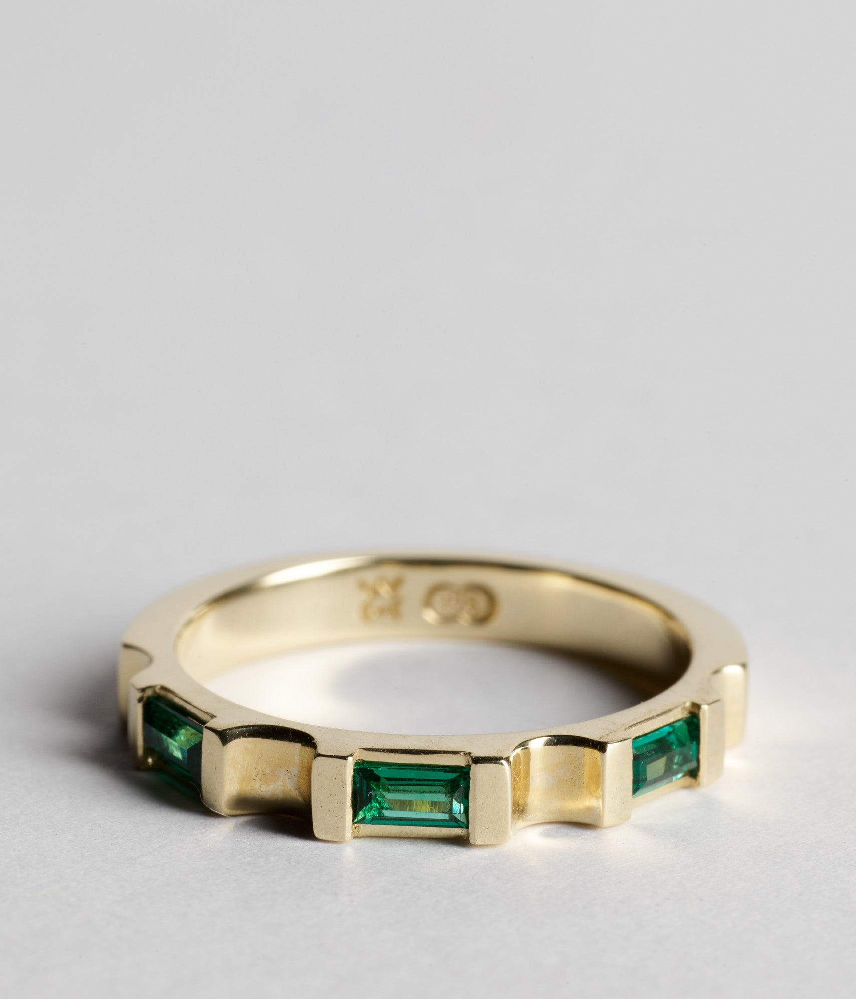 Parmentier Bridge Ring - Emerald