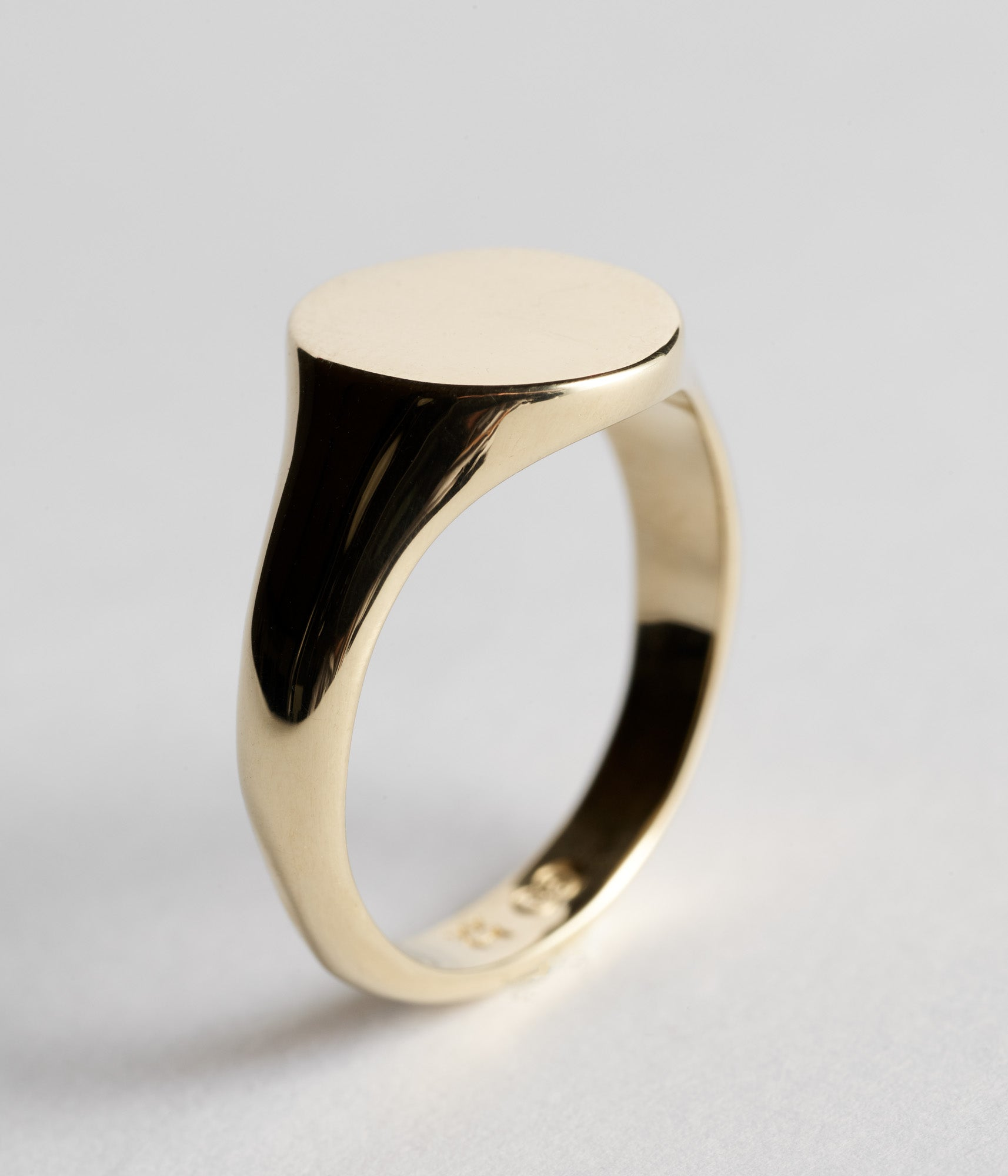 Classic Signet - Yellow Gold