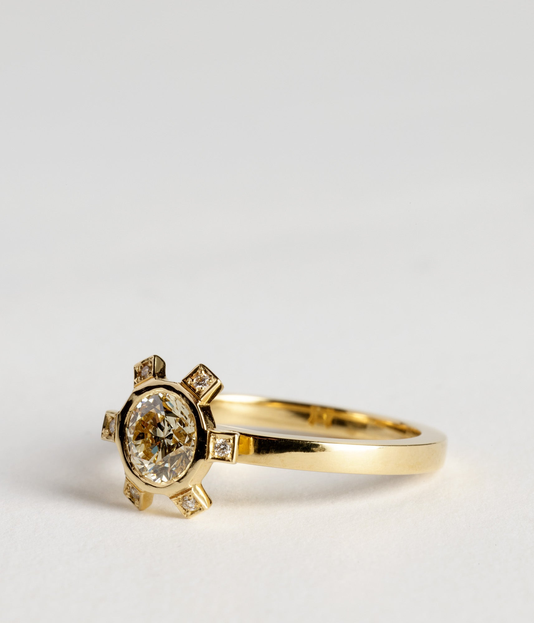 Champagne Beverley ring - 18ct Yellow gold