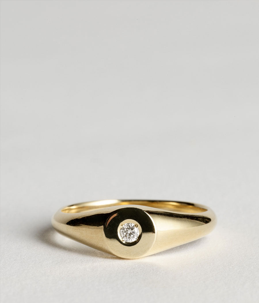 Hamish Munro 9ct yellow gold beam diamond signet.