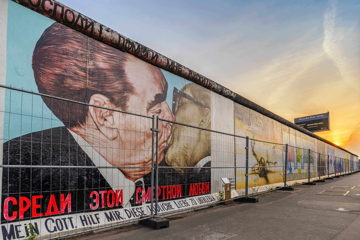 HOW MUCH DO YOU KNOW ABOUT BROOKLIN & THE BERLIN WALL? – Brooklin Models