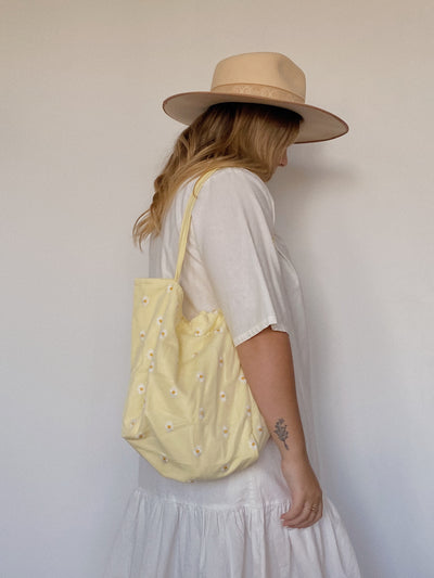 Butter Daisy Tote
