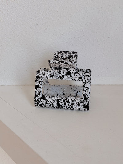 Black and White Seya Speckle Clip