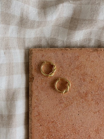 Calla Twist Hoop Earrings
